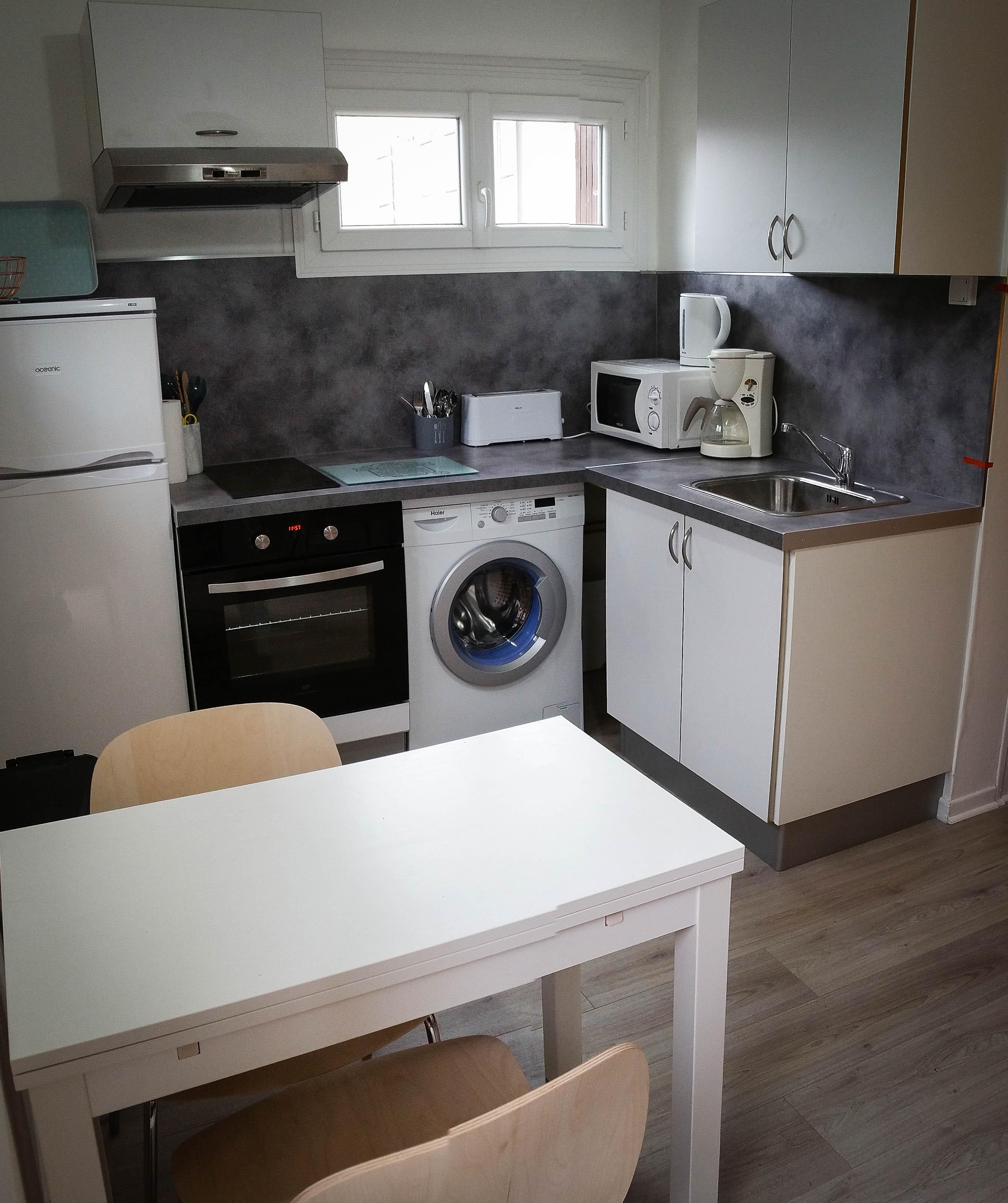 cuisine quip e location studio eug nie les bains locations eug nie les bains. Black Bedroom Furniture Sets. Home Design Ideas